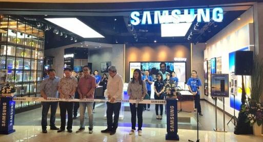 samsung-experience-store-hadir-di-summarecon-mall-513x278.jpg?token=41342d904c6ec496e9dfa3eea3f56514