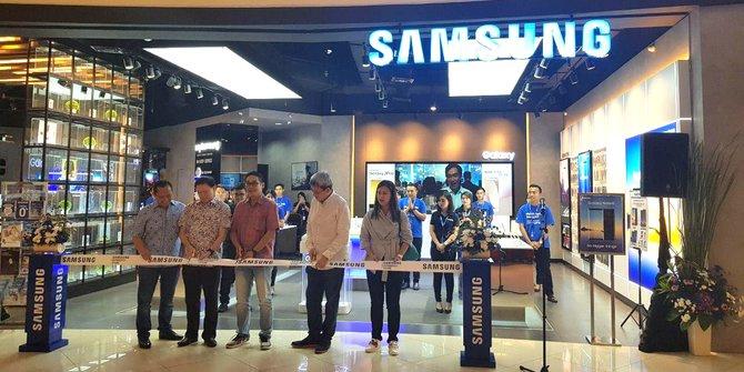 samsung-experience-store-hadir-di-summarecon-mall-1091x_.jpg?token=b114e169b77ea27fb2fbdfc3ba783a26