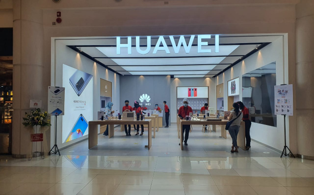 Erajaya Group and Huawei Officially Opens the First Huawei High-end Experience Store in Tangerang